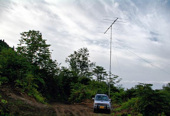 八峰町 池の台林道(F) 標高370m PN90XK。南方向。暑くなさそうだが 06:30頃に撮ったもの。